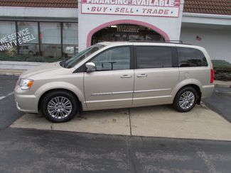 2016 Chrysler Town & Country Touring-L Anniversary Edition in Fremont, OH 43420