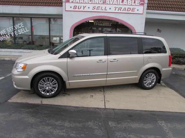 2016 Chrysler Town & Country Touring-L Anniversary *SALE