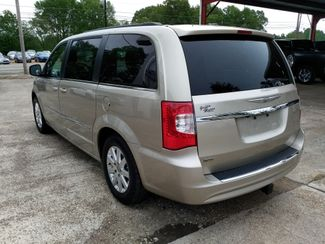 2016 Chrysler Town & Country Touring Houston, Mississippi 5
