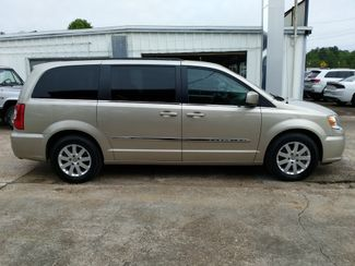 2016 Chrysler Town & Country Touring Houston, Mississippi 3