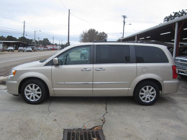 2016 Chrysler Town & Country Touring Houston, Mississippi 2
