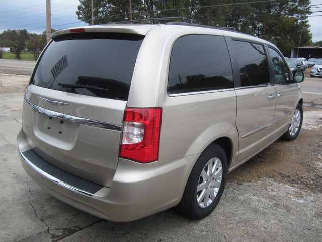 2016 Chrysler Town & Country Touring Houston, Mississippi 4