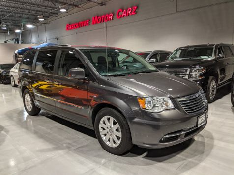 2016 Chrysler Town & Country Touring in Lake Forest, IL