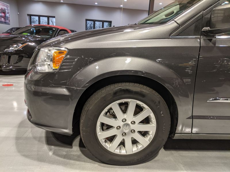 2016 Chrysler Town  Country Touring  Lake Forest IL  Executive Motor Carz  in Lake Forest, IL