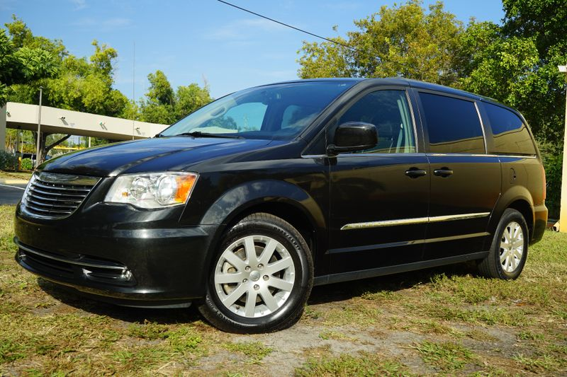 2016 Chrysler Town & Country Touring in Lighthouse Point FL