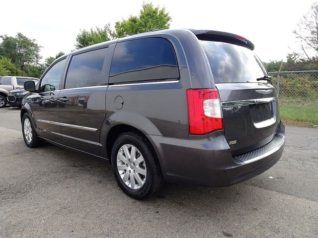 2016 Chrysler Town & Country Touring Madison, NC 4