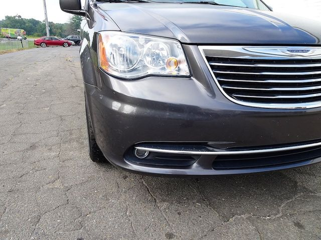 2016 Chrysler Town & Country Touring Madison, NC 8