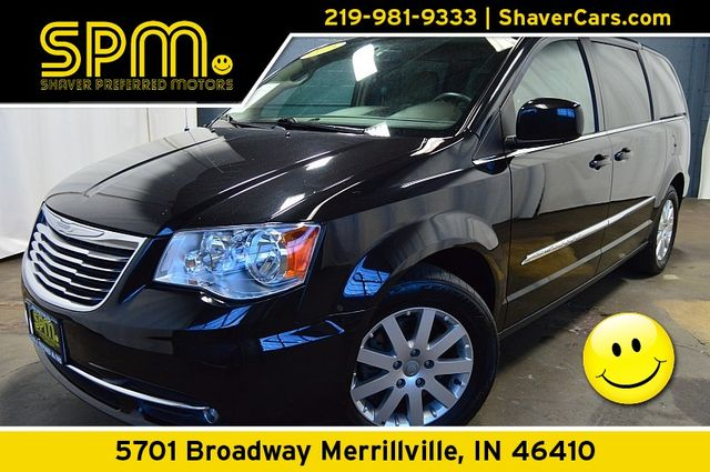 2016 Chrysler Town & Country Touring in Merrillville, IN 46410