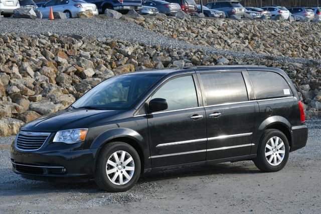2016 Chrysler Town & Country Touring Naugatuck, Connecticut