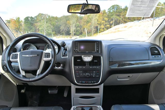 2016 Chrysler Town & Country Touring Naugatuck, Connecticut 16