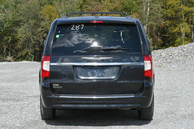 2016 Chrysler Town & Country Touring Naugatuck, Connecticut 3