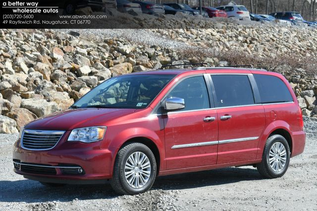 2016 Chrysler Town & Country Touring-L Anniversary Edition Naugatuck, Connecticut