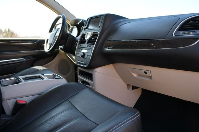 2016 Chrysler Town & Country Touring-L Anniversary Edition Naugatuck, Connecticut 10