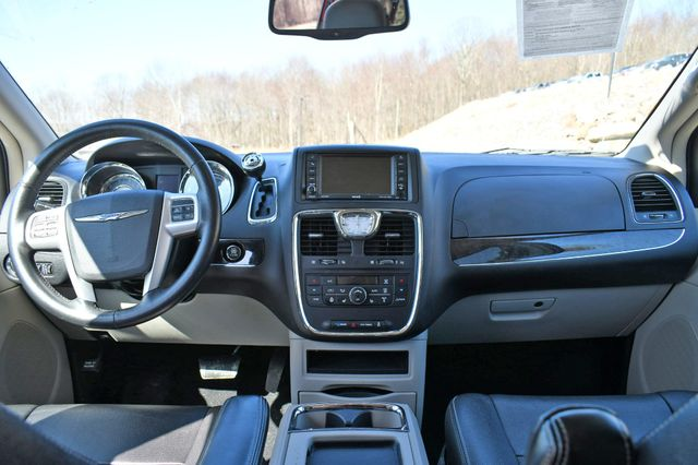 2016 Chrysler Town & Country Touring-L Anniversary Edition Naugatuck, Connecticut 18