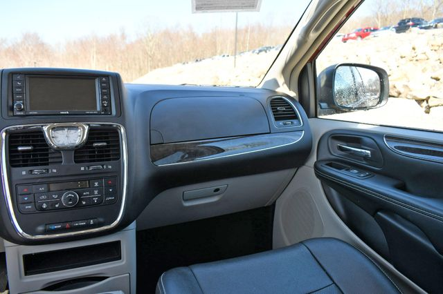 2016 Chrysler Town & Country Touring-L Anniversary Edition Naugatuck, Connecticut 19