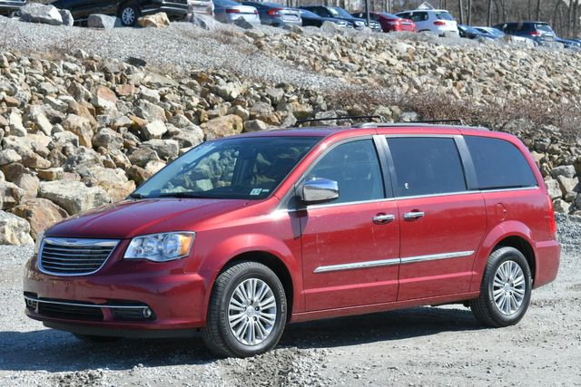 2016 Chrysler Town & Country Touring-L Anniversary Edition Naugatuck, Connecticut 2