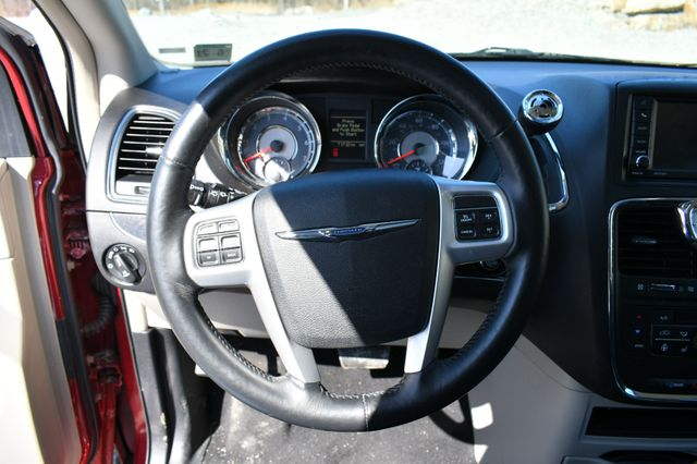 2016 Chrysler Town & Country Touring-L Anniversary Edition Naugatuck, Connecticut 24