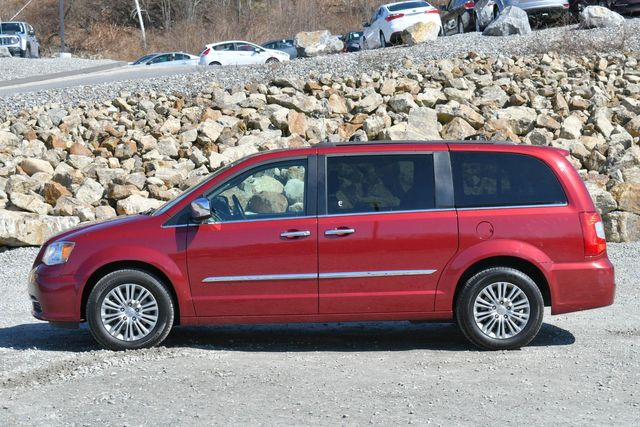 2016 Chrysler Town & Country Touring-L Anniversary Edition Naugatuck, Connecticut 3