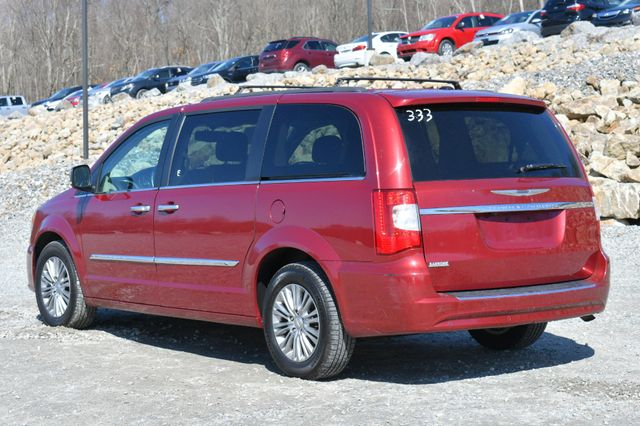 2016 Chrysler Town & Country Touring-L Anniversary Edition Naugatuck, Connecticut 4