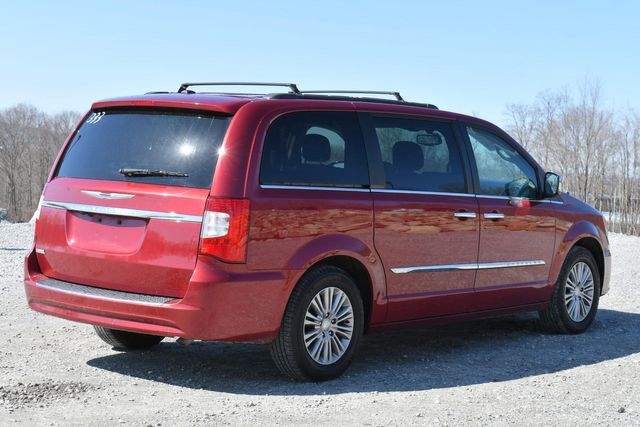 2016 Chrysler Town & Country Touring-L Anniversary Edition Naugatuck, Connecticut 6