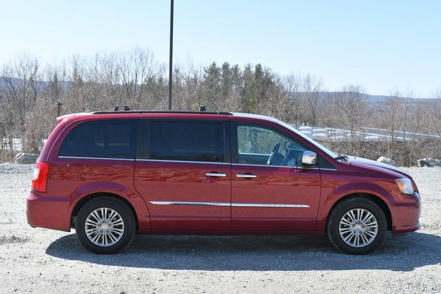 2016 Chrysler Town & Country Touring-L Anniversary Edition Naugatuck, Connecticut 7