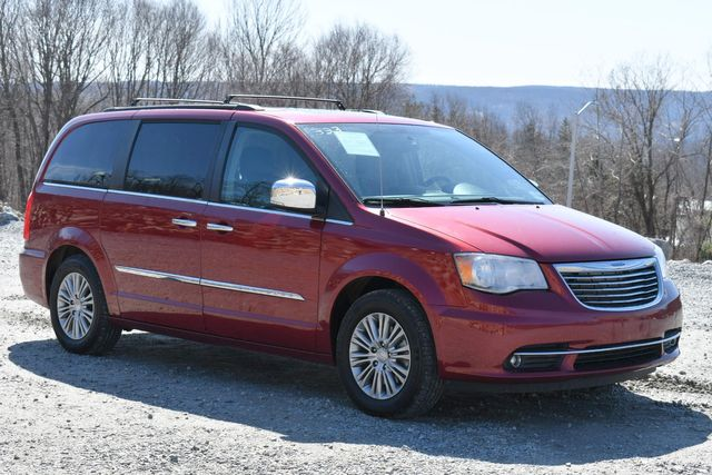 2016 Chrysler Town & Country Touring-L Anniversary Edition Naugatuck, Connecticut 8
