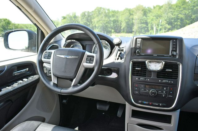 2016 Chrysler Town & Country Touring Naugatuck, Connecticut 17