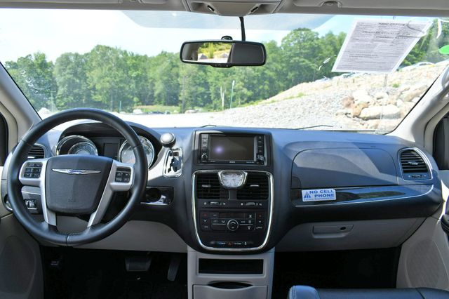2016 Chrysler Town & Country Touring Naugatuck, Connecticut 18