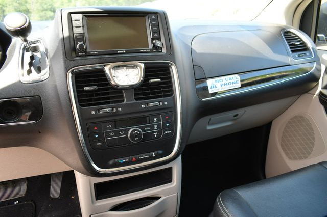 2016 Chrysler Town & Country Touring Naugatuck, Connecticut 22