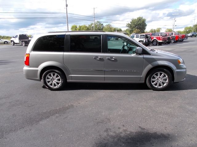 2016 Chrysler Town & Country Touring Shelbyville, TN 10