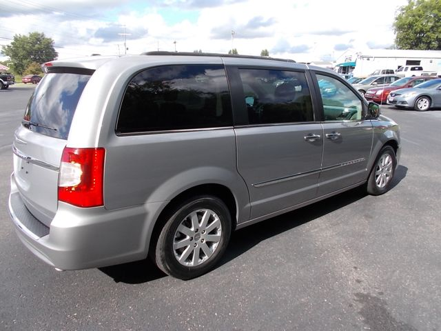 2016 Chrysler Town & Country Touring Shelbyville, TN 12