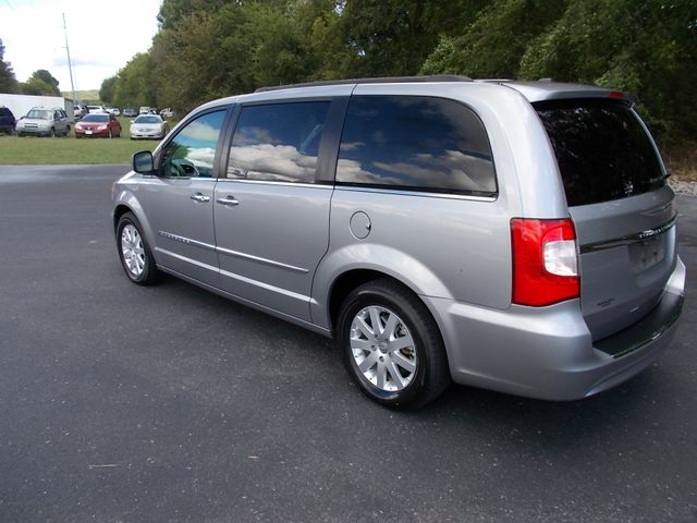2016 Chrysler Town & Country Touring Shelbyville, TN 4
