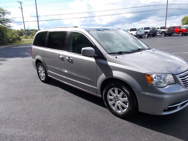 2016 Chrysler Town & Country Touring Shelbyville, TN 9