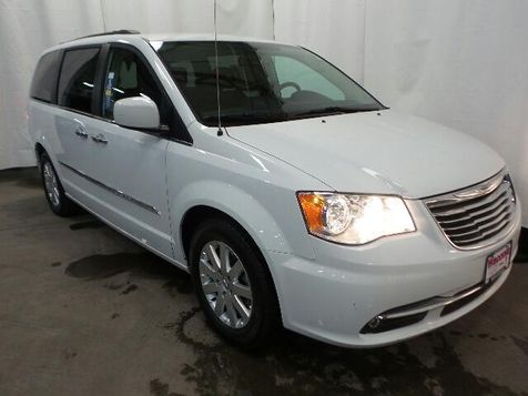 2016 Chrysler Town & Country Touring in Victoria, MN