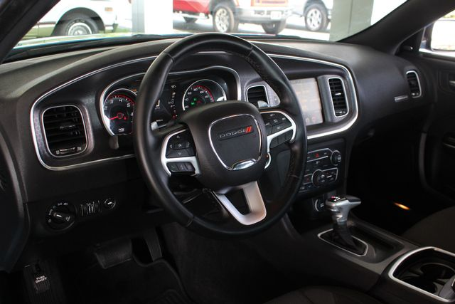 2016 Dodge Charger R/T RWD - NAVIGATION - SUNROOF! Mooresville , NC 30