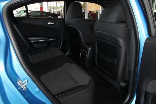 2016 Dodge Charger R/T RWD - NAVIGATION - SUNROOF! Mooresville , NC 38