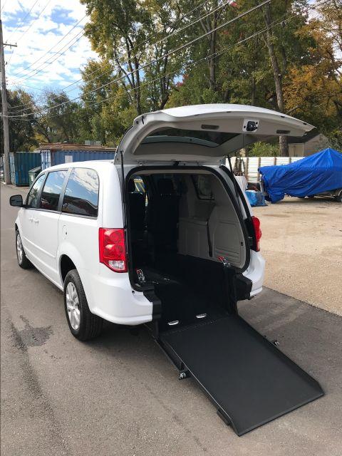 2016 Dodge Grand Caravan handicap wheelchair accessible van Dallas, Georgia
