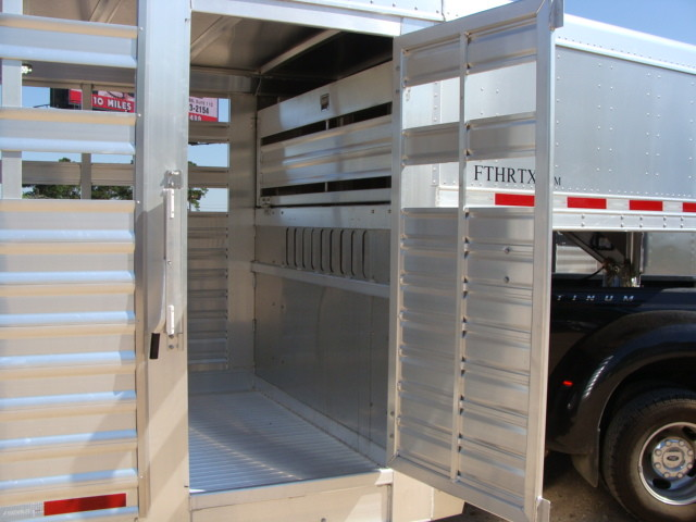 2016 Featherlite 8127 7 - 40' Stock Trailer STOCK TRAILER CATTLE TRAILER CONROE, TX 31