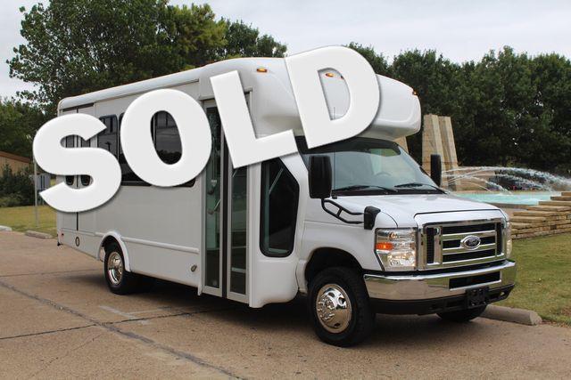 2016 Ford 15 Passenger Starcraft Shuttle Bus W/ Wheelchair Lift