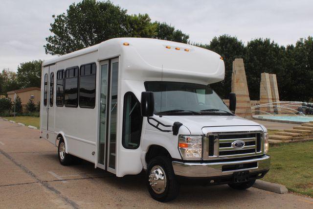 2016 Ford 15 Passenger Starcraft Shuttle Bus W/ Wheelchair Lift Irving, Texas 1