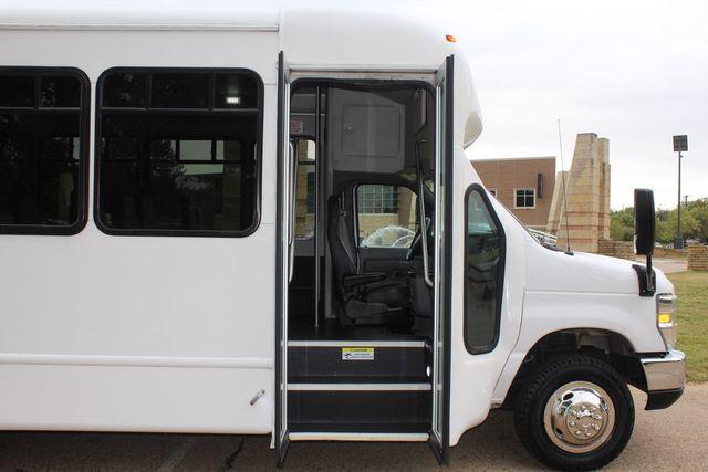 2016 Ford 15 Passenger Starcraft Shuttle Bus W/ Wheelchair Lift Irving, Texas 10
