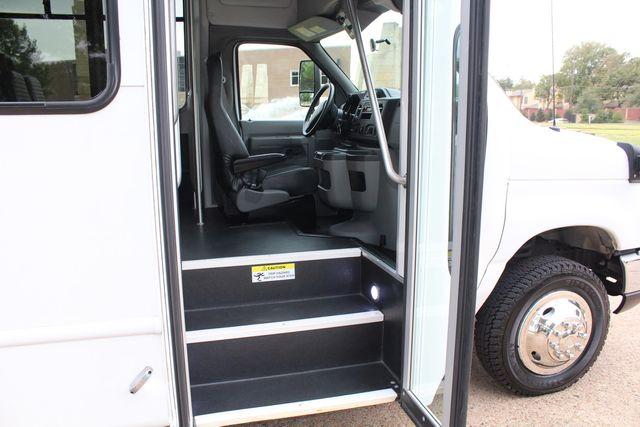 2016 Ford 15 Passenger Starcraft Shuttle Bus W/ Wheelchair Lift Irving, Texas 11