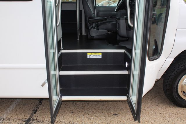2016 Ford 15 Passenger Starcraft Shuttle Bus W/ Wheelchair Lift Irving, Texas 12
