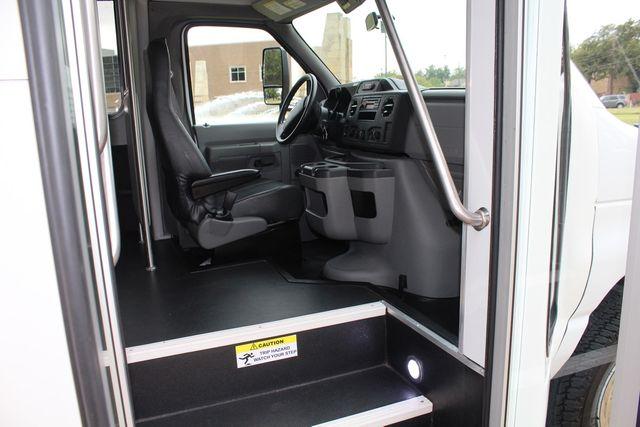 2016 Ford 15 Passenger Starcraft Shuttle Bus W/ Wheelchair Lift Irving, Texas 13