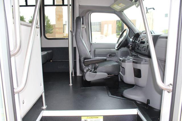 2016 Ford 15 Passenger Starcraft Shuttle Bus W/ Wheelchair Lift Irving, Texas 14