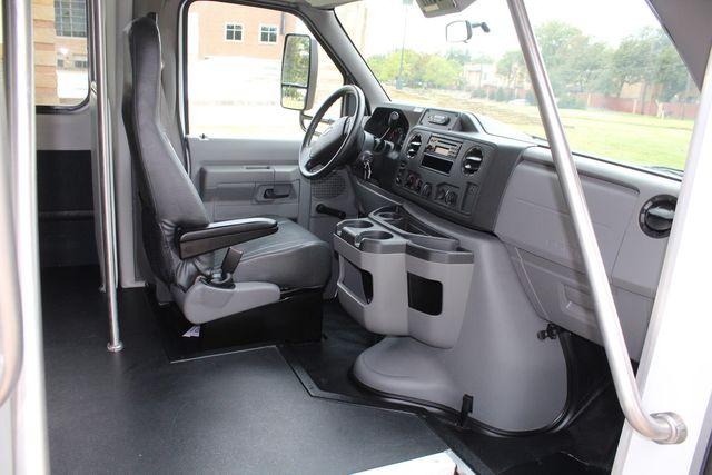 2016 Ford 15 Passenger Starcraft Shuttle Bus W/ Wheelchair Lift Irving, Texas 15