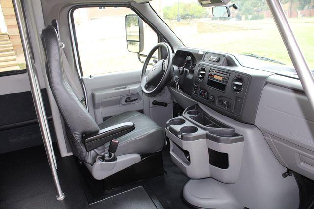 2016 Ford 15 Passenger Starcraft Shuttle Bus W/ Wheelchair Lift Irving, Texas 16