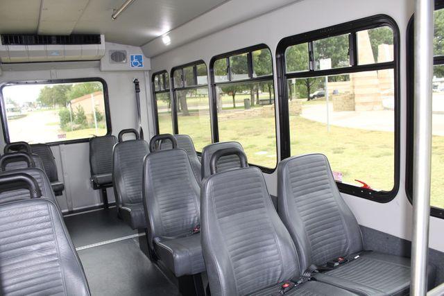 2016 Ford 15 Passenger Starcraft Shuttle Bus W/ Wheelchair Lift Irving, Texas 17
