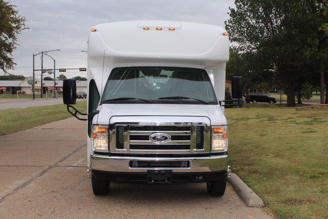 2016 Ford 15 Passenger Starcraft Shuttle Bus W/ Wheelchair Lift Irving, Texas 2