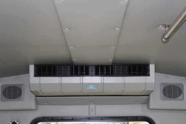 2016 Ford 15 Passenger Starcraft Shuttle Bus W/ Wheelchair Lift Irving, Texas 21